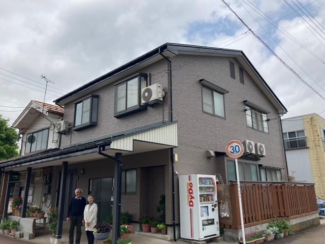 新潟県長岡市/洋風戸建ての外壁塗り替え(ブラウン シリコン系)・屋根塗り替え(グリーン シリコン系)
